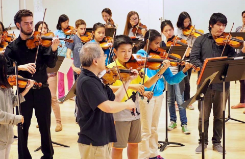 Boston Conservatory string faculty member Lynn Chang and Conservatory students work with Boston String Academy students in 2017.